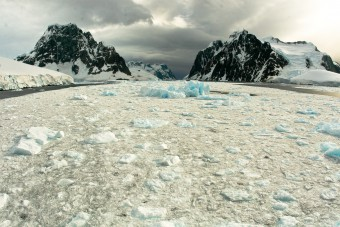 Another great photo from Antarctica, luckily relased into the Creative Commons.