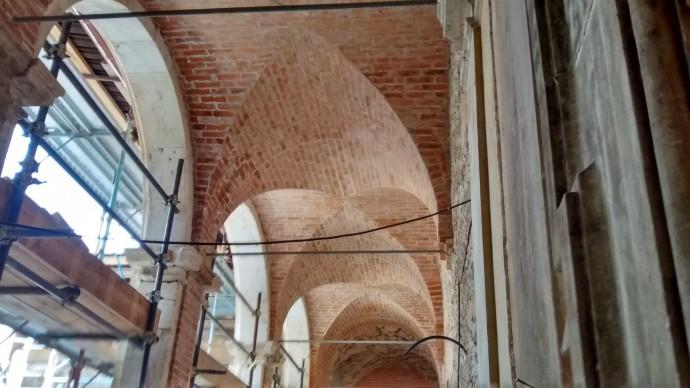 Restoration is making good progress in the Palazzo Ardinghelli.