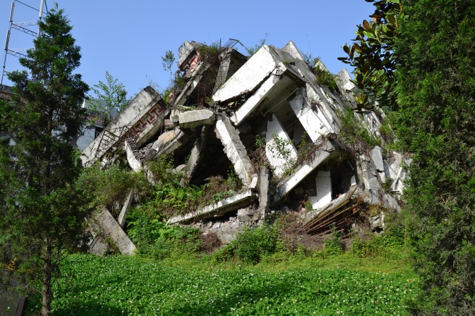 crumbled_house