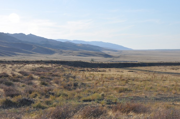 The fault scarp is visible for more than 30 km.