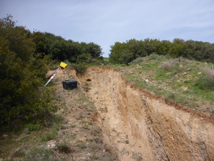 On the brink! Scanning the Kaparelli trench (Greece)