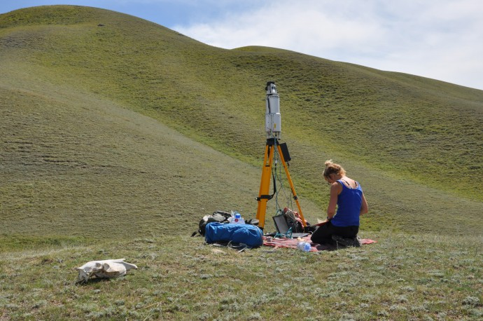 Laser-scanning the fault, taking notes on the technical details.
