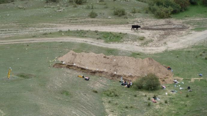 The paleoseismological trench near Saty.