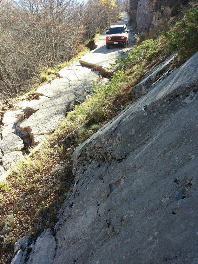 Faulting exceeding 1 m along the anyithetic fault.