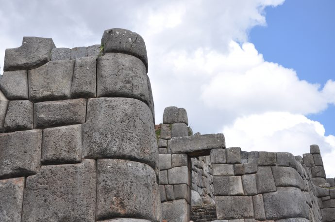 Anti-seismic (?) design and damage at Saqsayhuaman.