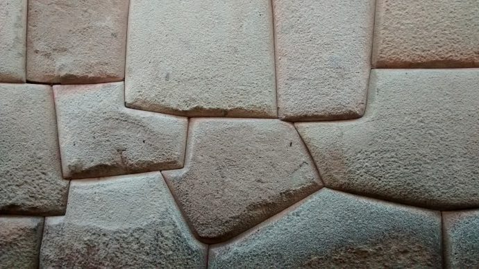 Anti-seismic design or just a beautiful Inka wall in Cusco?